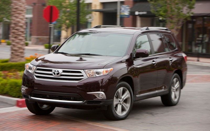 Замена лобового стекла на Toyota Highlander
