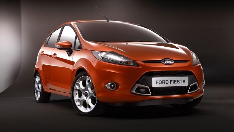 Замена лобового стекла на Ford Fiesta с обогревом и датчиком дождя