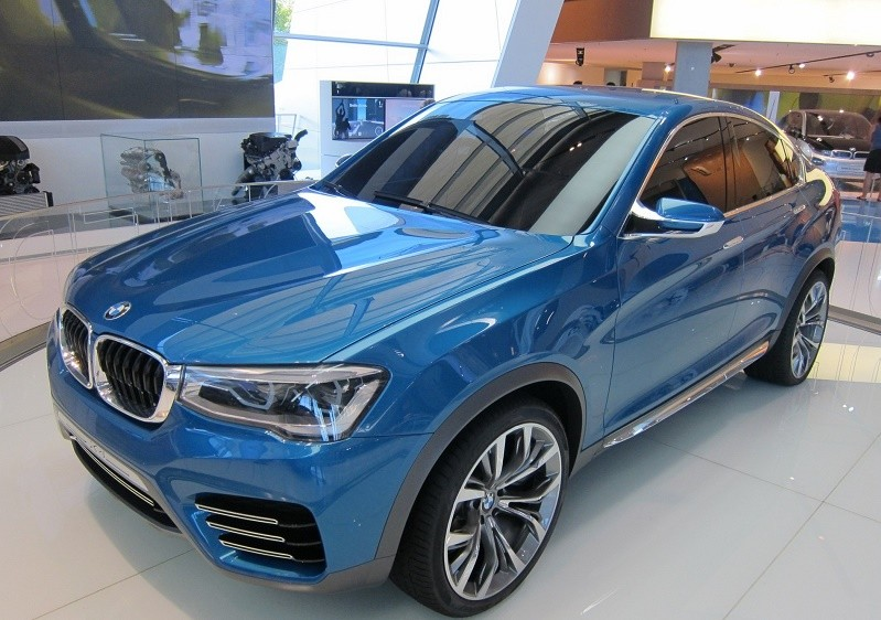 Купить и заменить лобовое стекло на BMW X4 вклейка монтаж установка
