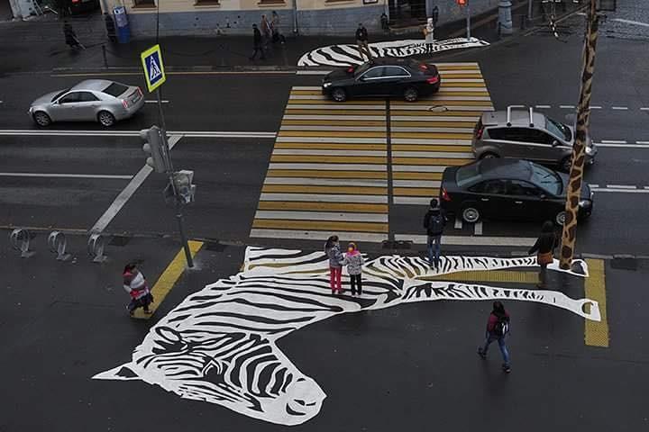 1 На Большой Грузинской рядом с Московским зоопарком появилась Нарисованная пешеходная зебра!